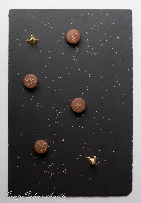 Schokolade-Macarons mit Sesam (4 von 11)